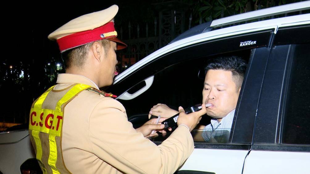 Một tài xế bị phạt 35 triệu đồng trên đường đi dự tiệc liên hoan về